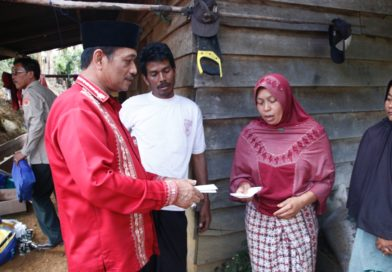 Wabup Aceh Tengah Berikan Bantuan Korban Hujan Badai Jagong Jeget
